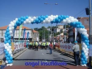 arco de balões corrida no porto