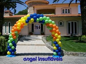 arco de balões multicolorido